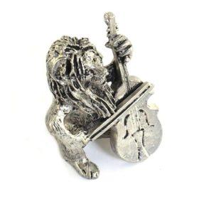 Leeuw met Strijkinstrument